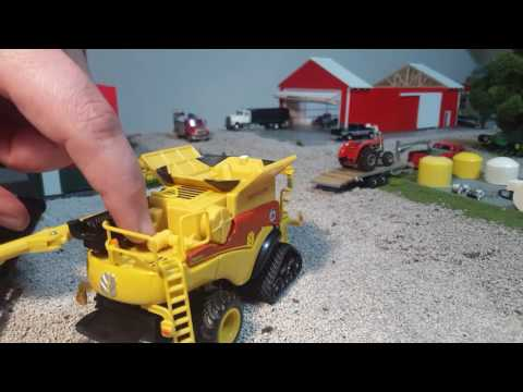 Review 1/64 new Holland cr870 combine by ertl