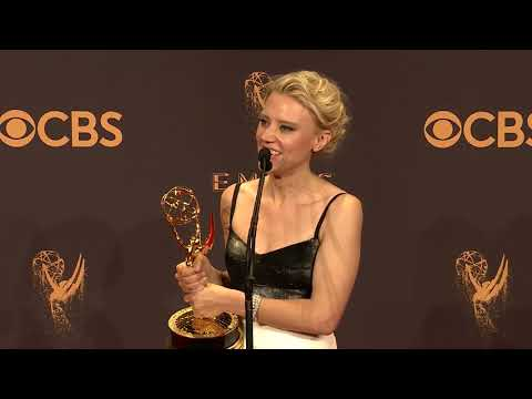 Kate McKinnon - Full 2017 Emmys Backstage Interview