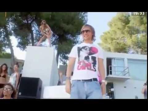 David guetta sexy bitch lyrics