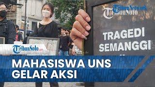 Bentangkan Gambar Munir dan Kritik KPK, Mahasiswa UNS Gelar Aksi Peringati September Kelam
