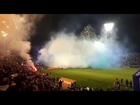 """""""El impactante recibimiento de los hinchas a Alvarado en la final"""" Barra: La Brava • Club: Alvarado"""
