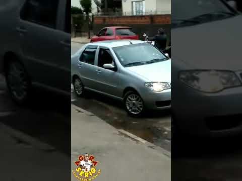 Motoqueiro cai no centro da cidade de Juquitiba