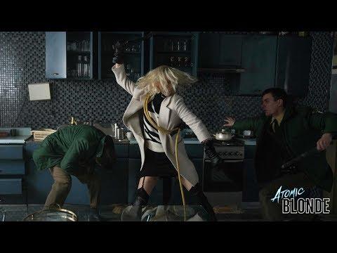 看奧斯卡影后莎莉賽隆在《極凍之城》首部宣傳短片大顯身手!