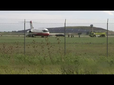 Plane goes off runway at Willow Run Airport