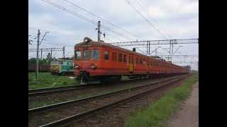 preview picture of video 'Poland: PKP class EN57 EMUs arriving at Tluszcz on a Warszawa bound train'