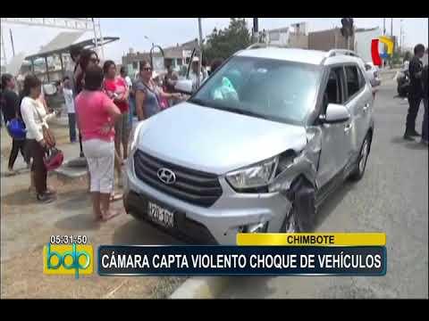 Chimbote: cámara de seguridad registró violento choque entre auto y camioneta