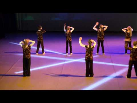 "Танец ""Macarena"""