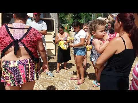 A judando a conidade de almirante Tamandaré as crianças carente(2)