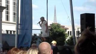Julie Roberts - Break Down Here (Live CMA Fest)