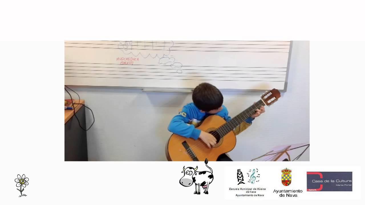 Valentina y la flor - Alumno de guitarra