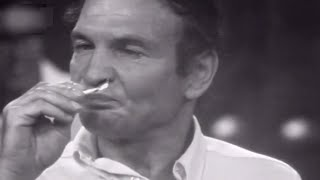אורי זוהר מארח את שייקה אופיר (1971)
