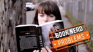 Book Nerd Problems | Walking While Reading