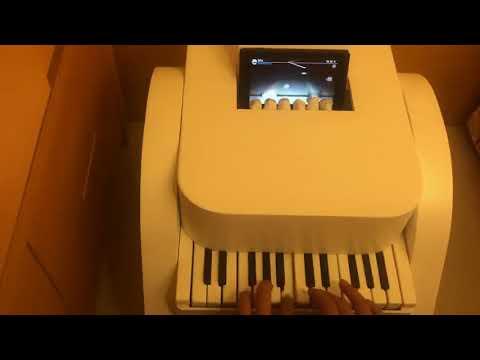 巴哈神人自製 玩Switch版Deemo用鋼琴