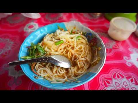 ขนมจีนกัมพูชา มีเครื่องปรุงด้วย อร่อยดี ในตลาดเกาะกง อาหารกินเพียบ