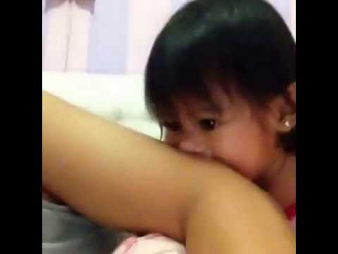 Video Bayi Gigit Mau Tumbuh Gigi ( Sesha Akira 1 years old Baby )