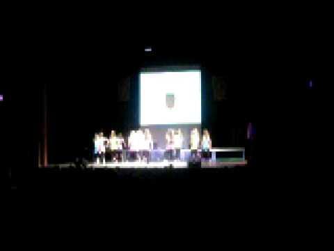 Dansen in de schouwburg op het grote podium