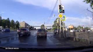 В Нижнем Тагиле гаишник на ходу выскочил из патрульного автомобиля