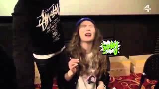 Funny Moment Jiyoon & HyunA (4Minute)