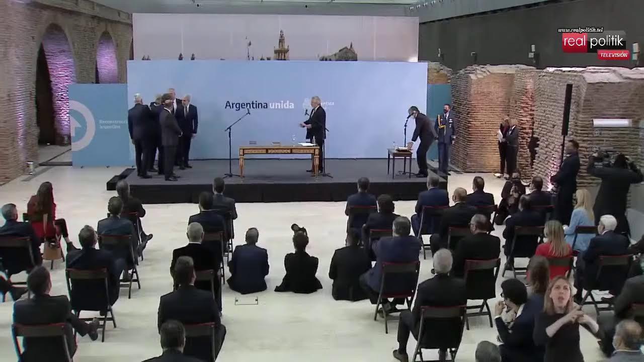 Alberto Fernández le tomó juramento a los nuevos ministros tras la renuncia de funcionarios k