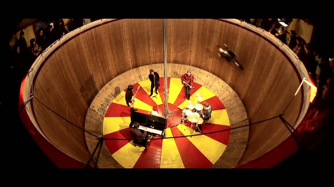 Beady Eye premier 'The Roller' video