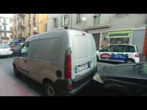 CARAMBOLA DI AUTO NEL CUORE DELLA NOTTE A VENTIMIGLIA