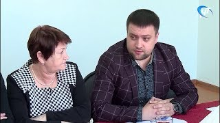 Новый главврач Шимской ЦРБ встретился с жителями райцентра