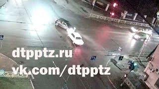 Ночное ДТП на пустой улице