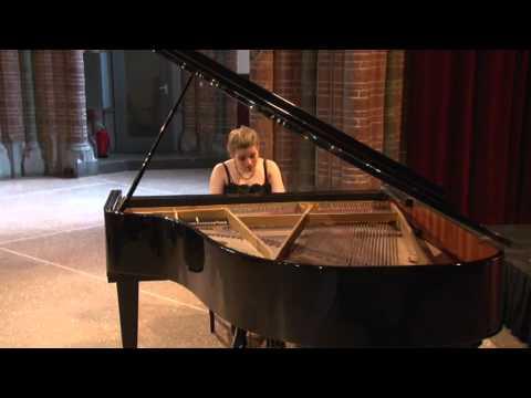 play video:Valentina Tóth op de Uitmarkt 2011