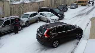 Смотреть онлайн Неуправляемый внедорожник на льду: Томск