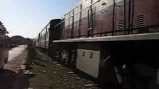 preview picture of video 'Amarapura Train - Myanmar Burma'