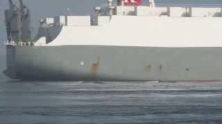 名古屋港へ入港する一般貨物船[General Cargo Ship That Enters Nagoya Port ]