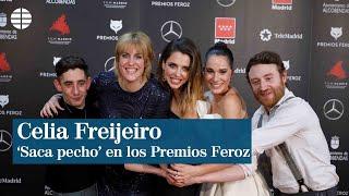 La actriz Celia Freijeiro 'saca pecho' en los Premios Feroz
