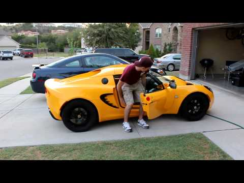 6'3″ Guy getting into a Lotus Elise