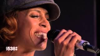 Glennis Grace - Chandelier (Amazing cover) | Live bij Evers Staat Op