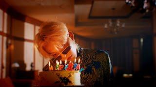Kadr z teledysku Happy Birthday tekst piosenki Woo Jinyoung