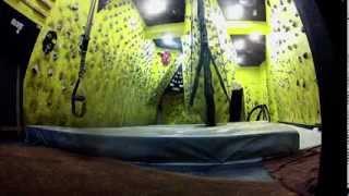 preview picture of video 'Bulder QNK - Rocodromo indoor en Cuenca (Spain)'