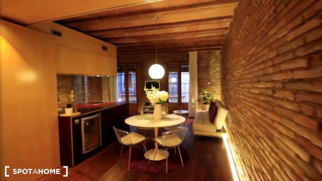 Modern 2-bedroom apartment for rent in El Born