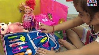 Trò chơi Búp bê barbie bị đau bụng Bé khám bệnh cho búp bê - nursery rhymes songs for kids