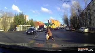 Женщина пошла на красный свет в итоге авария