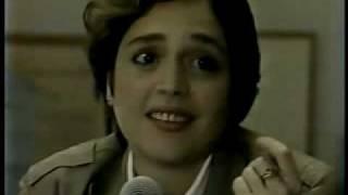 """Na casa de Tom Jobim, Olívia Byington canta com Chico Buarque """"Imagina""""."""