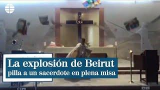La explosión de Beirut sorprende a un sacerdote durante el oficio religioso