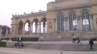 preview picture of video 'Wien, Schönbrunn: Gloriette-Außenansicht'
