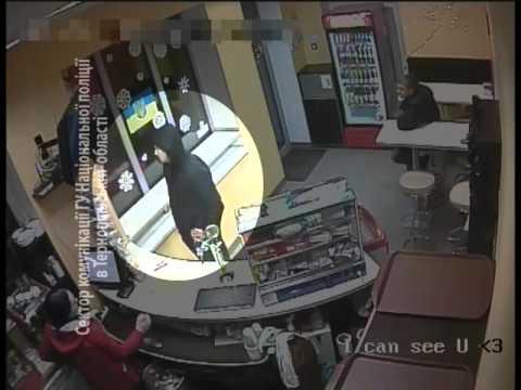 В мережі з'явилося відео підозрюваного у викраденні авто на Злуки