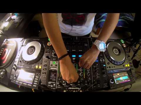 DJ Ravine's Spontaneous EDM Mix