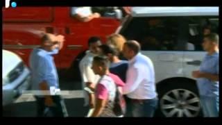 امرأة تضرب زوجها فى أحد شوارع لبنان