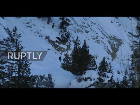 Italy: Migrants risk life and limb to make dangerous Alpine crossing