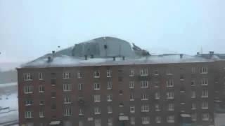 Смотреть онлайн В Красноярском крае ветром снесло крышу дома
