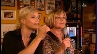 Ina Müller Und Mary Roos Mit Einem Traurigen Lied