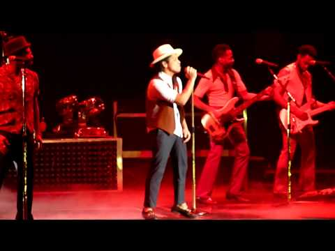 Bruno Mars - Opening + Moonshine Live At O2 World Berlin 28.10.2013 [HD&HQ]
