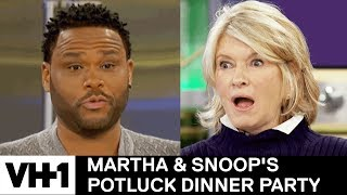 Anthony Anderson's Mom Taught Him How to Eat the Cookie 🍪 | Martha & Snoop's Potluck Dinner Party - Video Youtube